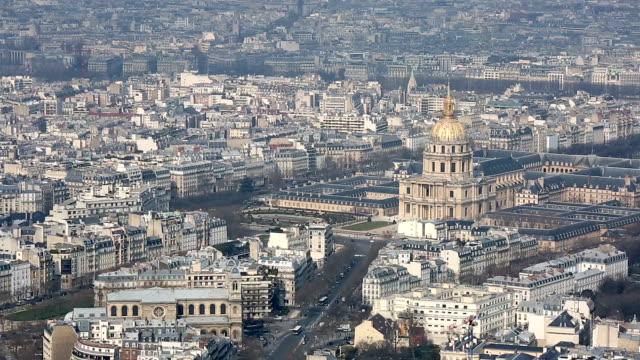 vidéos et rushes de hd : vue aérienne de paris cityscape avec national des invalides - observatoire