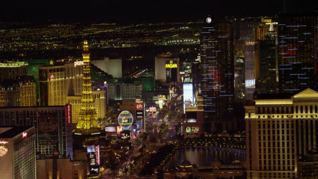 w/s aerial view of paris las vegas with cityscape - 商業看板点の映像素材/bロール