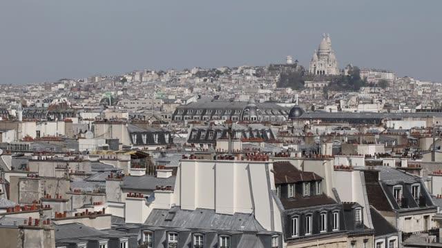 vídeos y material grabado en eventos de stock de aerial view of paris - basílica del sagrado corazón de montmartre