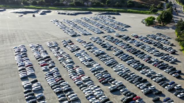 vídeos y material grabado en eventos de stock de vista aérea de los coches estacionados - inmóvil