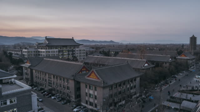 t/l ws ha 遷移の夕暮れ、北京大学、北京、中国、夕日の空撮 - 門点の映像素材/bロール