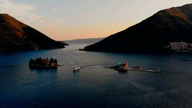 luftaufnahme perast-montenegro - bay of water stock-videos und b-roll-filmmaterial