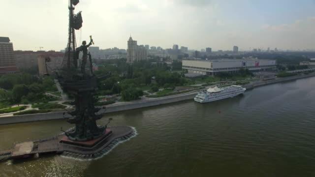 vídeos y material grabado en eventos de stock de aerial view of peter the great statue - san petersburgo rusia