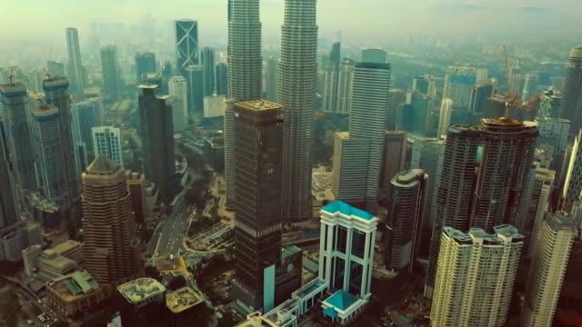 utsikt från luften av petronas towers-kuala lumpur-malaysia - vidvinkel bildbanksvideor och videomaterial från bakom kulisserna