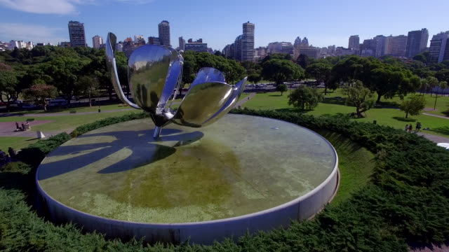 aerial view of plaza naciones unidas flower and park - ブエノスアイレス点の映像素材/bロール