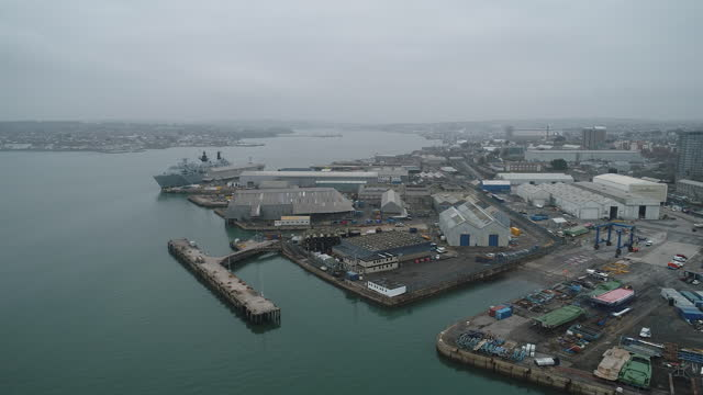 vídeos y material grabado en eventos de stock de aerial view of plymouth port as it is to become freeport. davenport will be one of the new english freeports, low-tariff business zones being created... - export palabra en inglés
