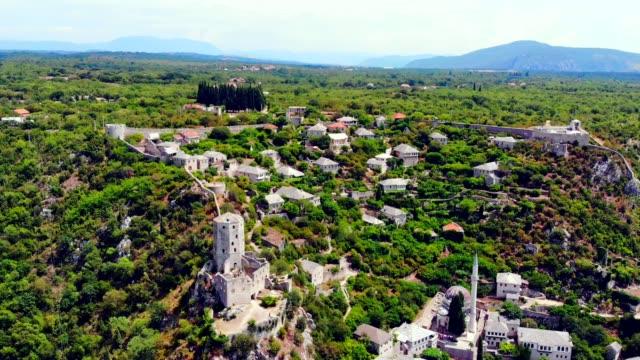 ポチテリとネレトヴァ川の空中風景-ボスニア・ヘルツェゴビナ、 - ボスニア・ヘルツェゴビナ点の映像素材/bロール