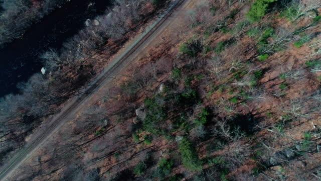 flygfoto över pocono mountains, appalacherna, i sent hösten solig dag - poconobergen bildbanksvideor och videomaterial från bakom kulisserna