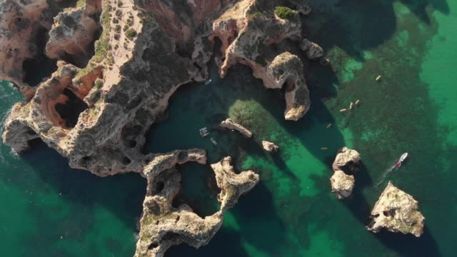aerial view of ponta da piedade, algarve - algarve stock-videos und b-roll-filmmaterial