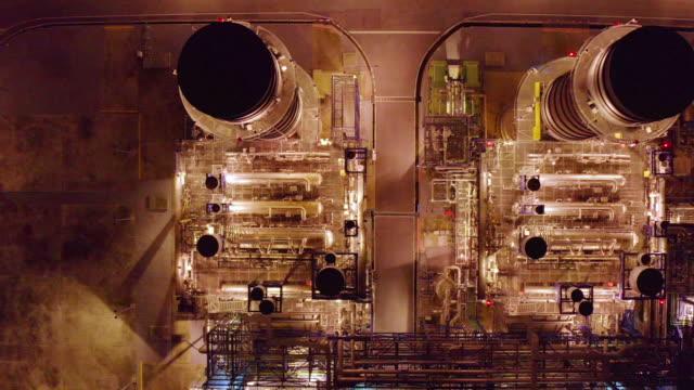 vidéos et rushes de vue aérienne de la centrale électrique la nuit - synthpop