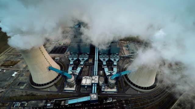 vídeos de stock e filmes b-roll de vista aérea do central elétrica - combustível fóssil