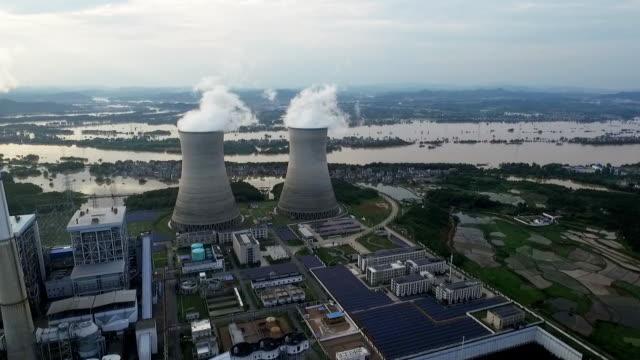 Luftbild von Kraftwerk-Schornsteine