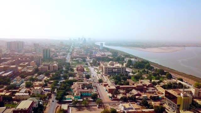 ハルツーム-スーダンの大統領官邸の空中眺め - スーダン点の映像素材/bロール