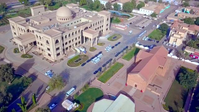 vídeos de stock, filmes e b-roll de vista aérea do palácio presidencial de khartoum-sudão - sudão