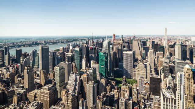 t/l ws ha pan aerial view of prosperous cityscape of manhattan, nyc - midtown manhattan stock videos & royalty-free footage