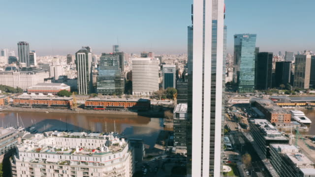 vídeos y material grabado en eventos de stock de vista aérea de puerto madero buenos aires - buenos aires