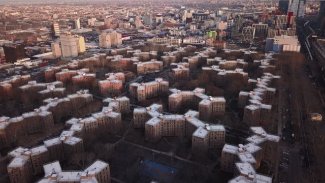 aerial view of queensbridge housing projects - queens stock-videos und b-roll-filmmaterial