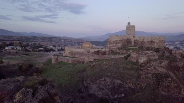 aerial view of rabati castle in akhaltsikhe, georgia. - stein baumaterial stock-videos und b-roll-filmmaterial