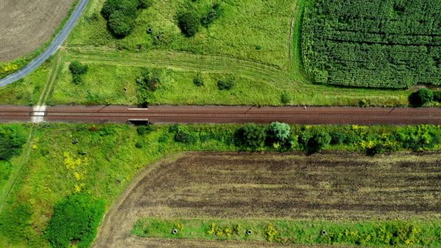 luftaufnahme der eisenbahn - schienenverkehr stock-videos und b-roll-filmmaterial