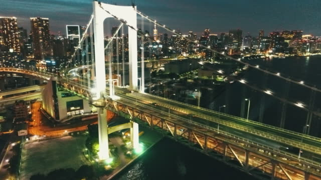 vidéos et rushes de aerial view of rainbow bridge at night - tokyo