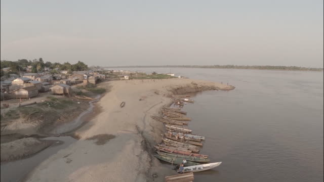 stockvideo's en b-roll-footage met aerial view of regional amazon village port - lower view - rivieroever