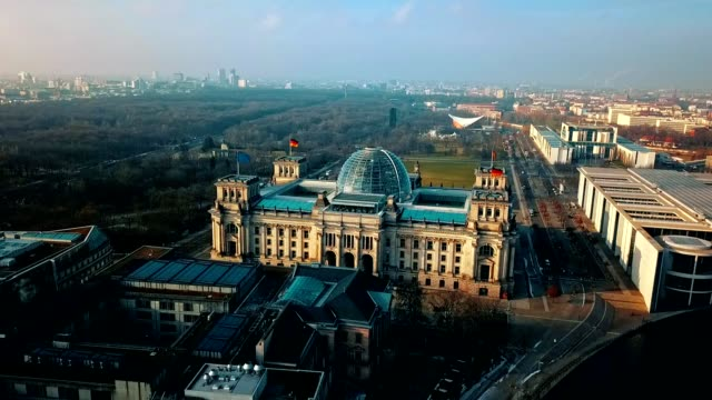 aerial view of reichstag - berlin parliament building in germany - politica video stock e b–roll