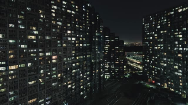 stockvideo's en b-roll-footage met t/l luchtfoto van woonwijk 's nachts/beijing, china - onroerend goed