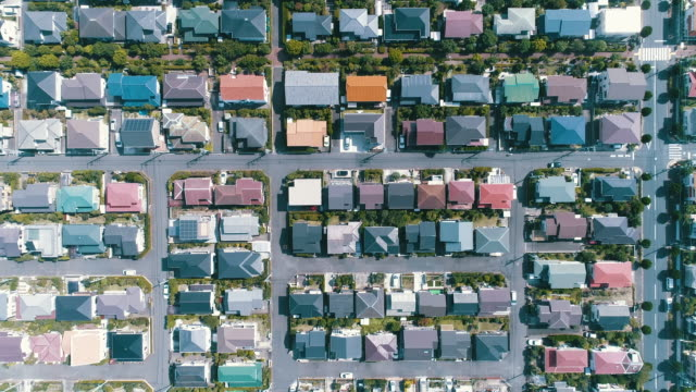 vídeos de stock, filmes e b-roll de aerial view of residential area - japão