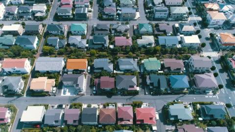 vídeos y material grabado en eventos de stock de aerial view of residential area - zona residencial