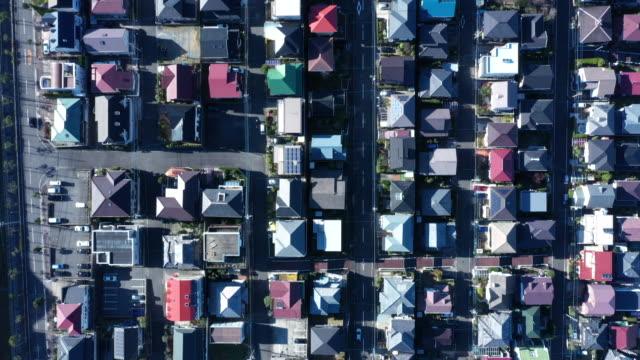 stockvideo's en b-roll-footage met aerial view of residential area - vrijstaand huis