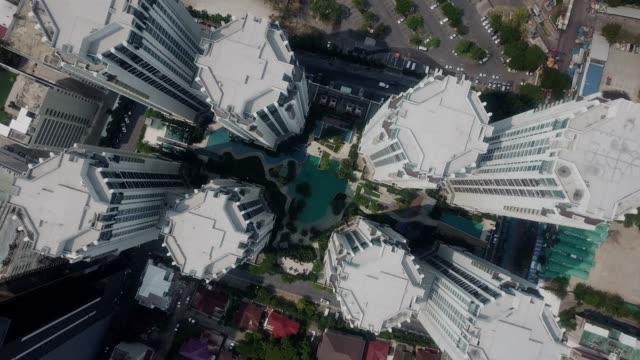 vídeos de stock e filmes b-roll de aerial view of residential building - quebra cabeças