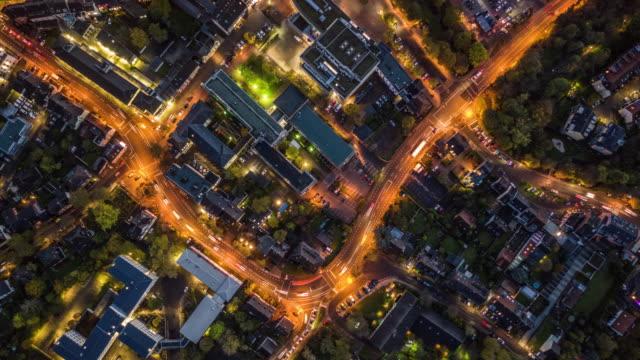 luftaufnahme des wohnviertels - town stock-videos und b-roll-filmmaterial