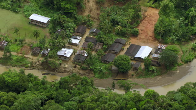 vídeos de stock, filmes e b-roll de aerial view of residential houses near forest, colombia - américa do sul