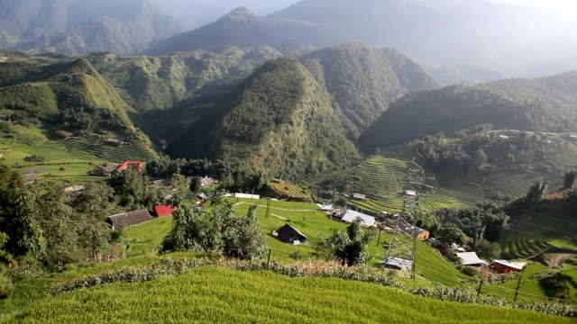 luftaufnahme der ricefields landschaft in sa pa, vietnam - sa pa stock-videos und b-roll-filmmaterial