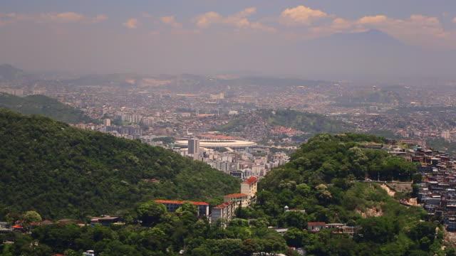 vidéos et rushes de aerial view of rio de janeiro and maracana stadium - amérique du sud