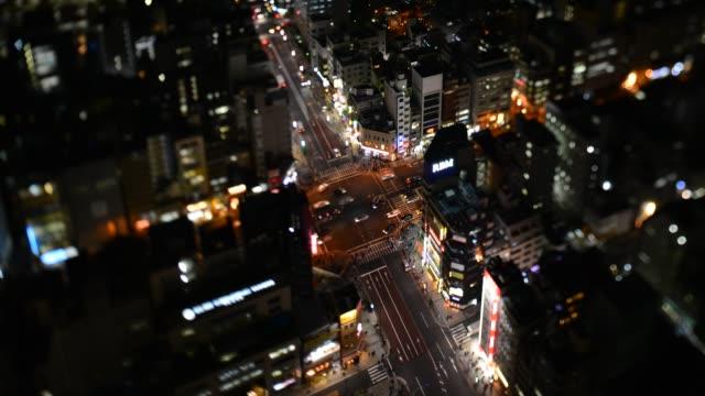 vídeos y material grabado en eventos de stock de aerial view of road crossing in tokyo - tilt shift