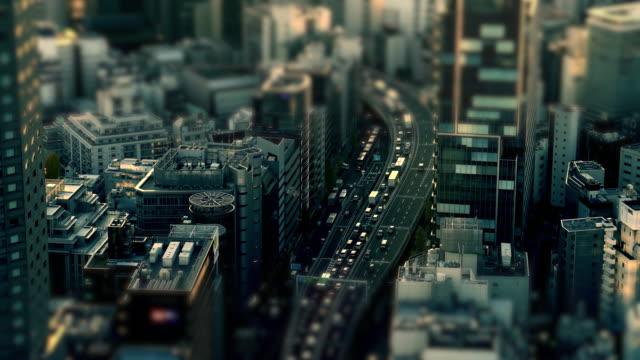 stockvideo's en b-roll-footage met luchtfoto van de weg in de stad tokio snelweg | kantelshift - bovenste deel