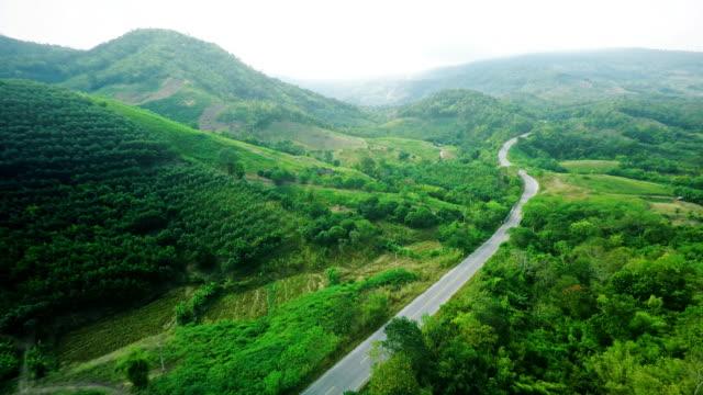 Luftaufnahme der Straße auf dem Berg