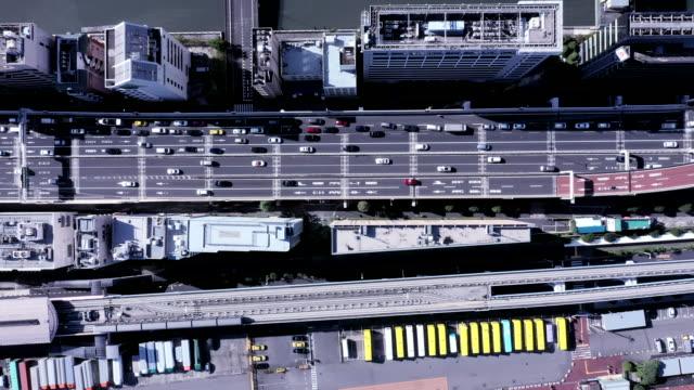 aerial view of roadway - 俯瞰点の映像素材/bロール