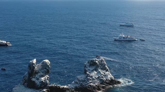 aerial view of roca partida, socorro, mexico - roca video stock e b–roll