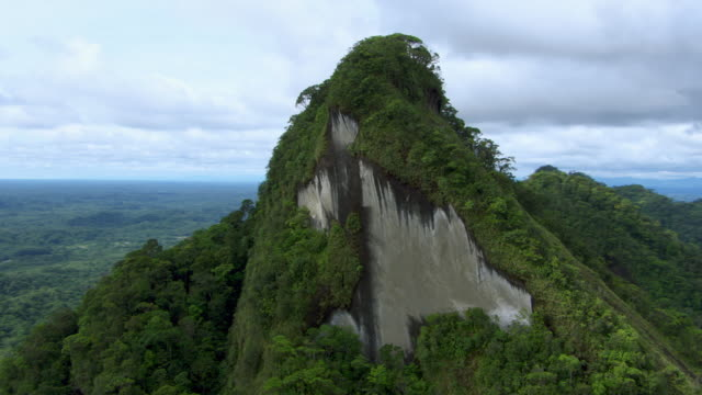 vidéos et rushes de aerial view of rock face on mountain, colombia - colombie