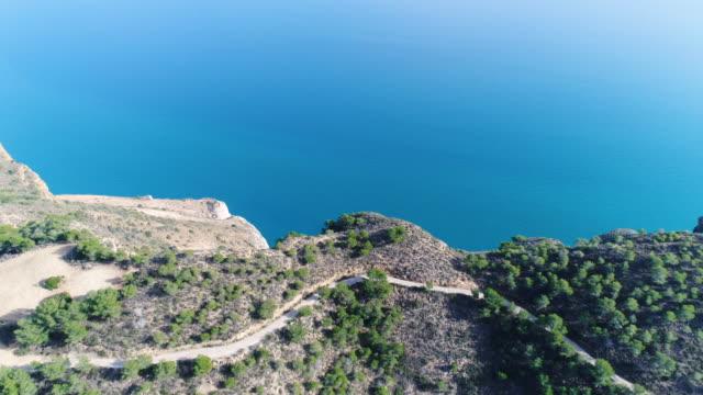 vídeos y material grabado en eventos de stock de aerial view of rock mountain and seascape in alicante, spain - escena no urbana