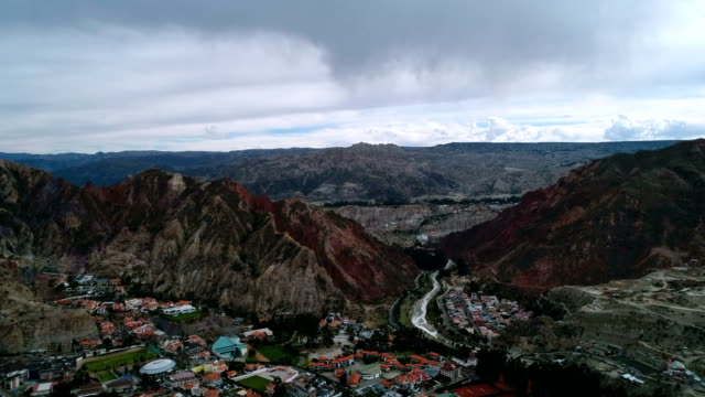 stockvideo's en b-roll-footage met aerial view of rocky mountain range in la paz - bolivia