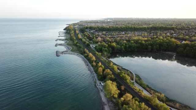 stockvideo's en b-roll-footage met luchtfoto van rouge national urban park en rouge river, toronto, canada - ontariomeer