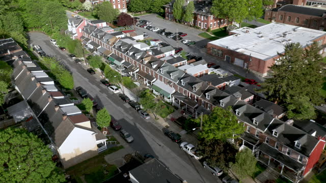 aerial view of row houses in lancaster, pennsylvania - lancaster pennsylvania stock videos & royalty-free footage