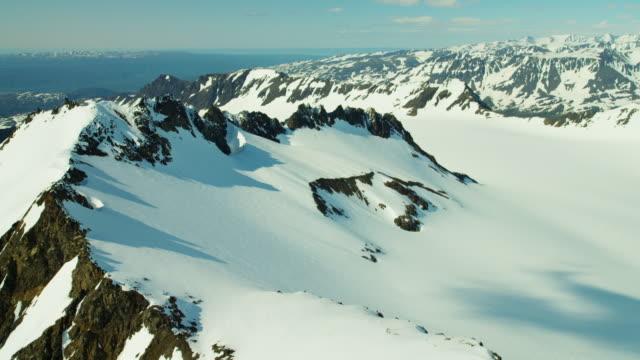 vídeos y material grabado en eventos de stock de aerial view of rugged snow covered mountains alaska - eco tourism