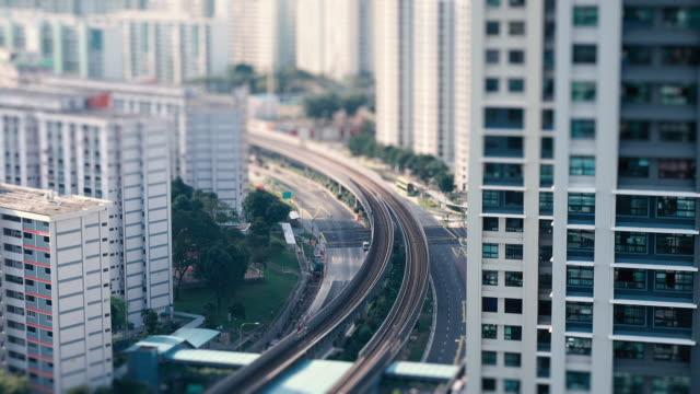 vídeos y material grabado en eventos de stock de vista aérea del tráfico de hora punta en singapur - tilt shift
