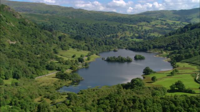 vídeos y material grabado en eventos de stock de aerial view of rydal water in the lake district / cumbria, england - distrito de los lagos de inglaterra