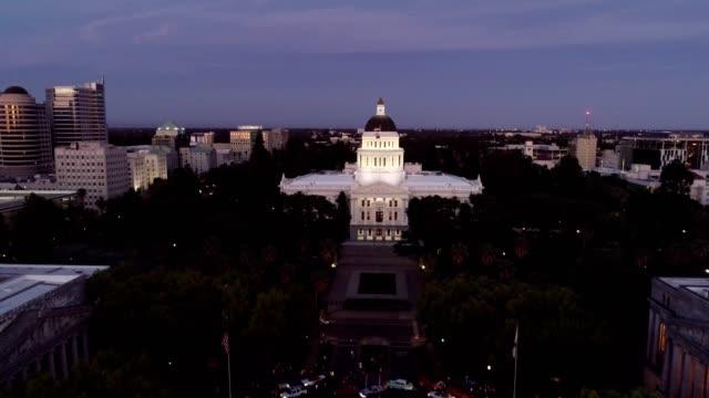 薩克拉門托州議會大廈鳥瞰圖 - 首都 個影片檔及 b 捲影像