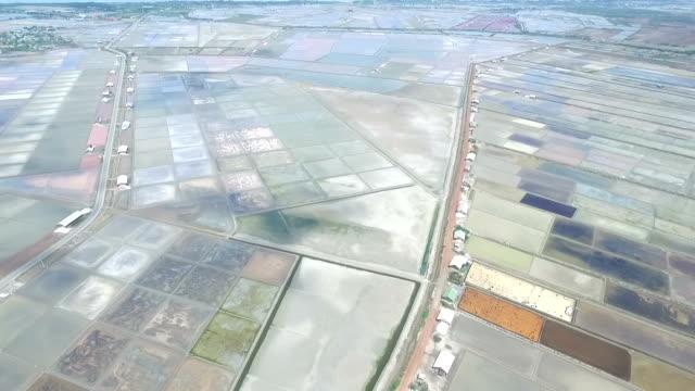 Flygfoto över salt jordbruk Naklua i den kustnära, Thailand